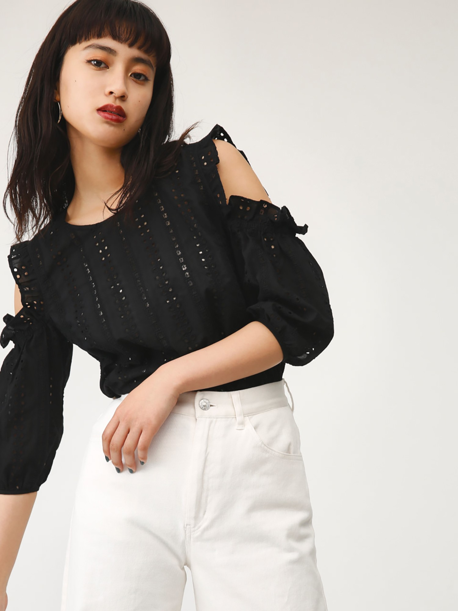 OPEN SHOULDER SCALLOP TOPS