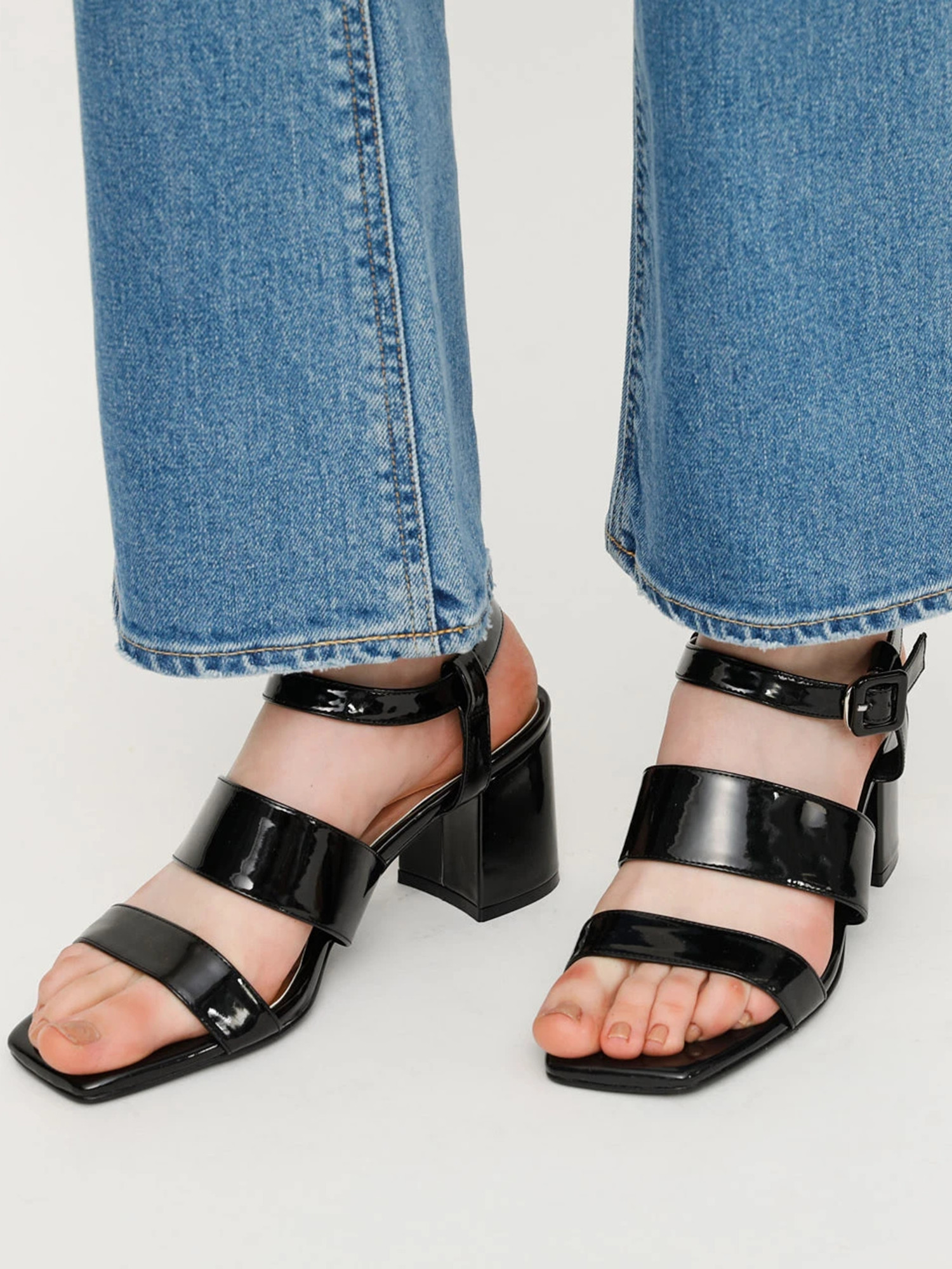 SQUARE TOE BASIC SANDAL