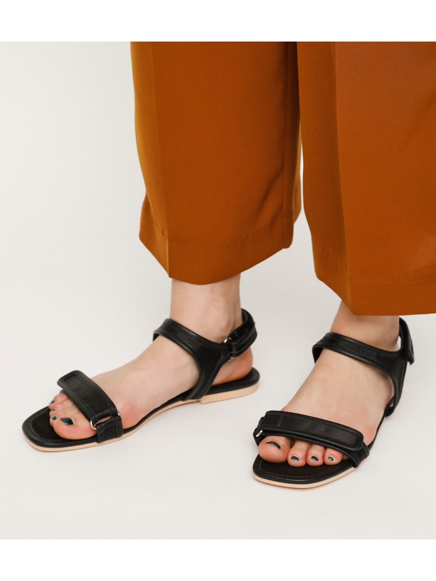 THIN STRAP SPORTY SANDAL